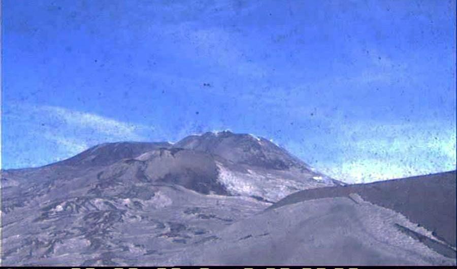 Etna, violenta emissione di cenere dal Cratere di Nord-Est