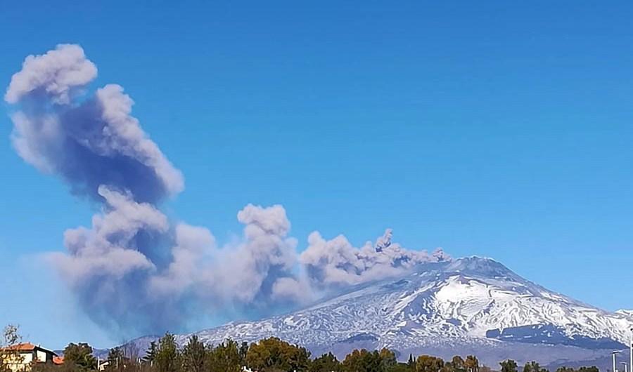 Etna. Nuovo terremoto e nuova emissione di cenere