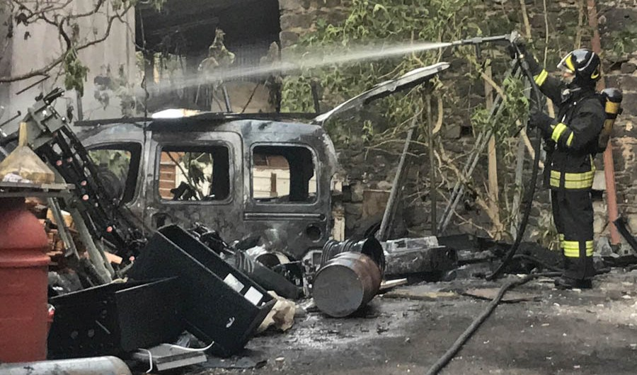 Paternò. Incendio in via Circumvallazione
