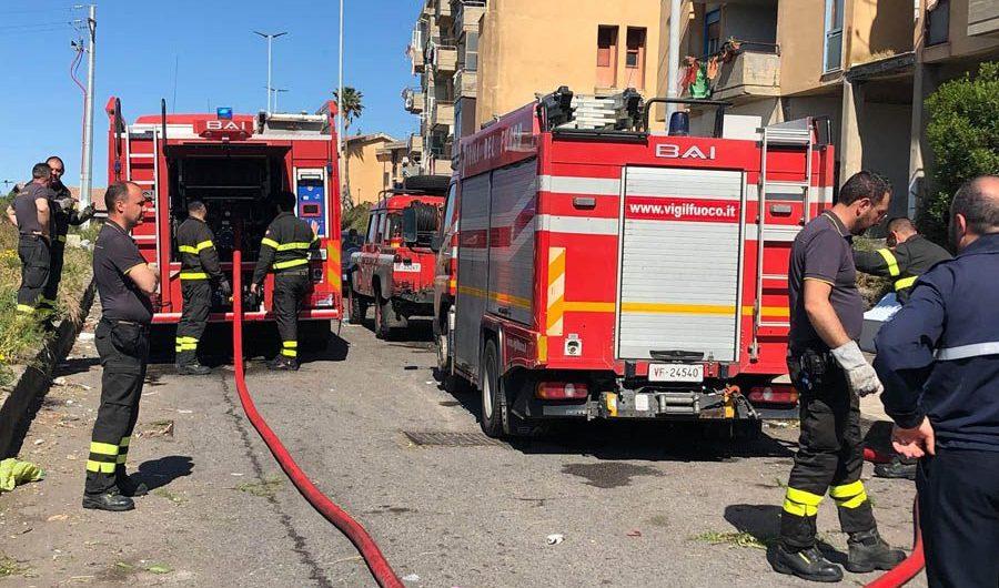 Adrano. Immondizia in fiamme in Contrada Capici