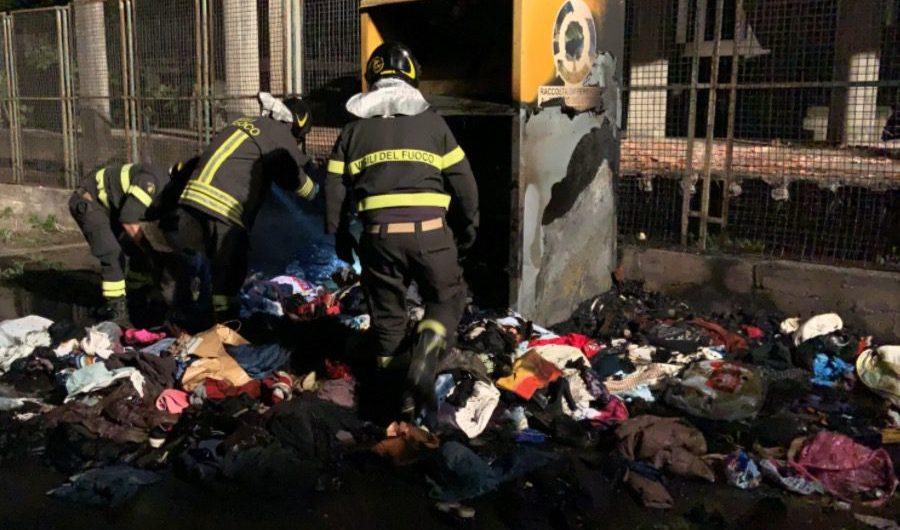 Adrano. In fiamme contenitore abiti usati in zona Patellaro