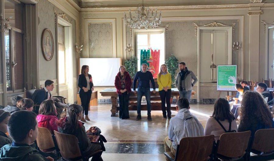 """Belpasso. Cittadinanza attiva: il sindaco riceve gli studenti del comprensivo """"Giovanni Paolo II"""""""
