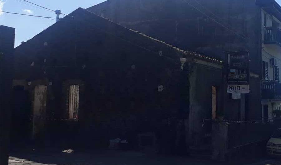 Ragalna. Incendio nella notte in un mobilificio di via Rocca