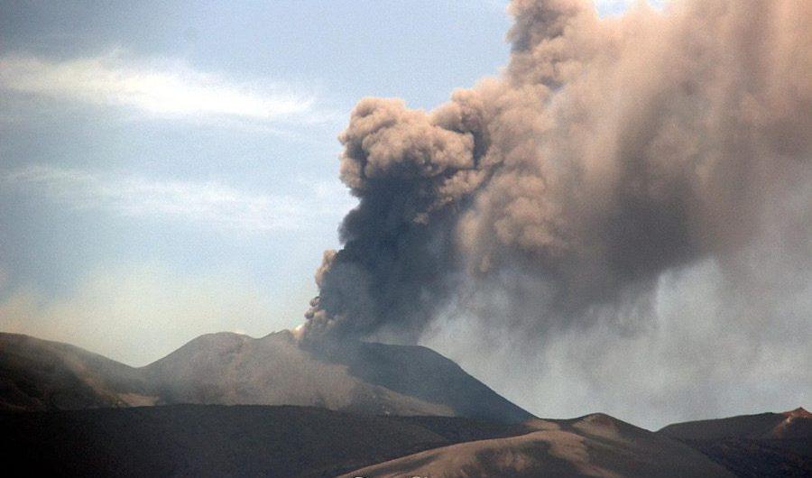 Etna. Si intensifica l'emissione di cenere dal Nuovo Sud-Est