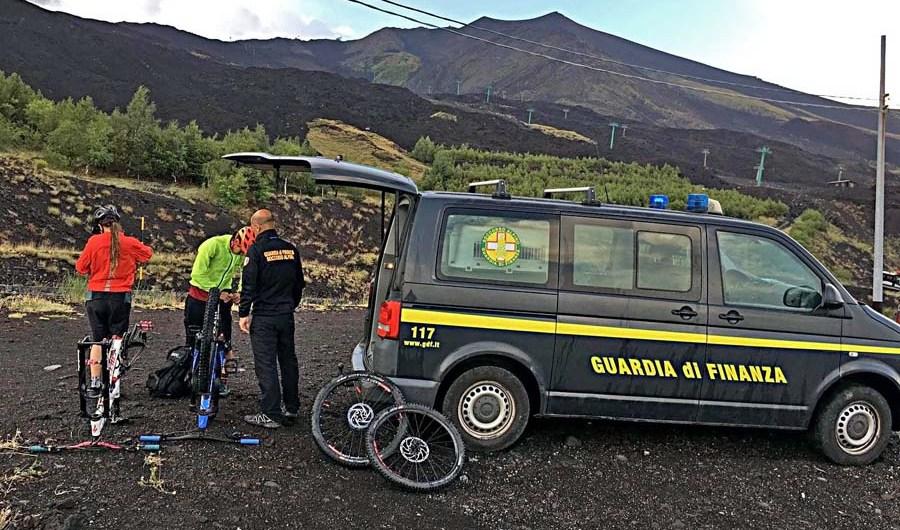 Etna. Grandina, ciclisti in difficoltà salvati dalla Guardia di Finanza