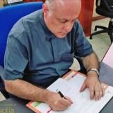 Don Salvatore Patanè firma il Protocollo (foto di Gianfranco Romano)
