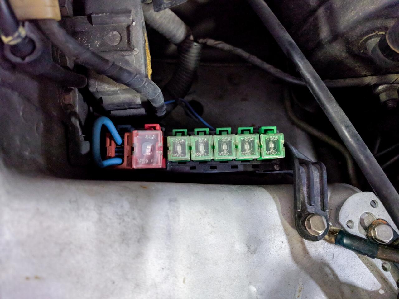 Z32 フューエル(燃料)ポンプヒューズ取り外し 写真(その2)
