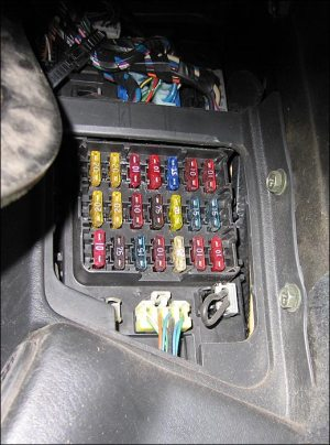 Photo Guide to the Z32: Fuses
