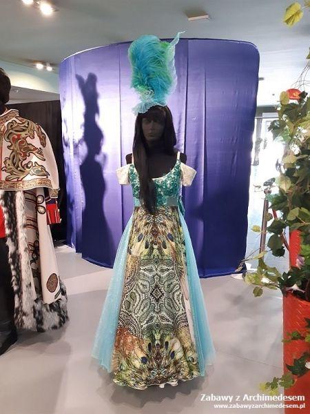 wystawa elementów scenografii, rekwizytów, kostiumów pochodzących ze spektakli będących w repertuarze Opery Krakowskiej