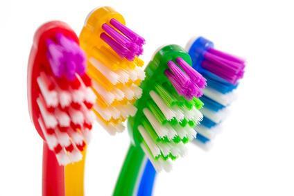 Durch regelmäßige prophylaktische Maßnahmen bleiben Ihre Zähne sauber und gesund. © womue / Fotolia.com
