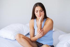Karies - Anzeichen, Ursache und Behandlung zahnschmerzen