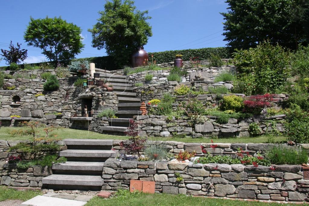 Kamenné terasy - spousta práce, která se vyplatila