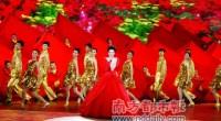 <p>De todas las emisiones de la televisión china, la más vista todos los años es la Gala de Año Nuevo (春节联欢晚会), un programa que se emite la víspera del Año Nuevo Chino y que tiene una audencia de al menos 700 millones de personas. Con el paso del tiempo, ver este programa donde se mezcla la música, el baile, la magia, los <em>sketch</em> cómicos y muchas cosas más ha pasado a ser otro ritual más de las celebraciones de año nuevo. Sin embargo, en la actualidad el programa está en crisis y cada vez recibe más críticas de los jóvenes internautas, que ya no se sienten identificados con unos contenidos y formas que parecen de otra época.</p>
