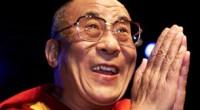 <p>El pasado 9 de septiembre, el presidente de México, Felipe Calderón, se reunió durante 45 minutos con el Dalai Lama en la residencia oficial de Los Pinos. El líder espiritual del Tíbet acudió a México para participar en distintos actos culturales, dar varias conferencias (acompañado incluso de Richard Gere) e inaugurar una exposición sobre la cultura tibetana. El Dalai Lama aprovechó también pare reunirse el 10 de septiembre con el ex-presidente de México, Vicente Fox, en una muestra más de la buena sintonía entre el líder religioso y los políticos e instituciones mexicanas.</p> <p>Como suele pasar en estos casos, el gobierno chino, que considera al Dalai Lama un peligroso separatista y desestabilizador político, utilizó sus medios de comunicación y canales diplomáticos para quejarse oficialmente.</p>