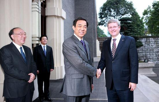 Bo Xilai con el primer ministro de Canadá