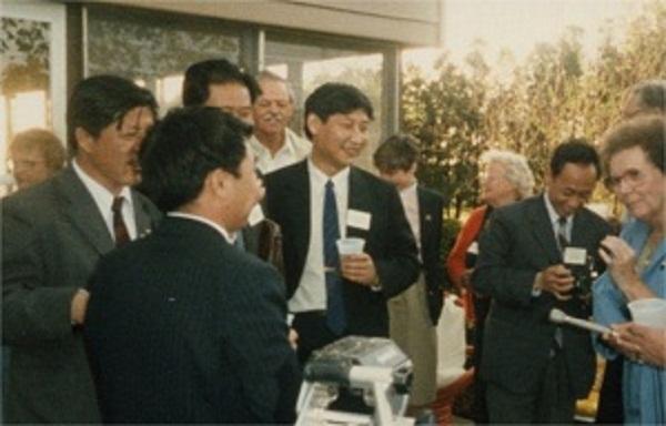 Xi Jinping estuvo en 1985 en Muscatine, Iowa, dentro de una delegación de Hebei interesada en observar las técnicas de agricultura y ganadería de Estados Unidos.