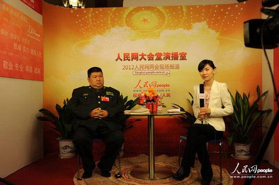 Mao Xinyu en la entrevista con el Diario del Pueblo.