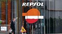 """<p>Como <a href=""""http://www.zaichina.net/2012/04/16/caso-repsol-ypf-china-desplaza-a-espana-en-argentina/"""">predijo ZaiChina el lunes</a> (aún antes de que se anunciara la expropiación de YPF), todo parece indicar que empresas chinas se harán cargo de explotar las zonas petroleras que hasta ahora están en manos de Repsol. Así lo sugirió el pasado martes el hombre más poderoso de la Argentina, mano derecha del ex-presidente Néstor Kirchner desde el comienzo de su carrera política, actual ministro de Planificación y flamante interventor de YPF,<a href=""""http://es.wikipedia.org/wiki/Julio_de_Vido""""> Julio de Vido.</a></p> <p>El superministro dijo que sería Sinopec la encargada de invertir 10.000 millones de dólares en el recientemente descubierto yacimiento de Vaca Muerta, que según el Departamento de Estado estadounidense contiene una de las tres reservas de hidrocarburos más grandes del planeta. <strong>Por Yuri Doudchitzky.</strong> </p>"""