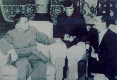 Wang Huaizu junto al entonces primer ministro Zhou Enlai.