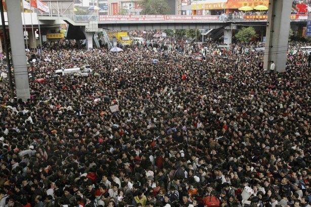 Algunas de las imágenes típicas de estos días en China, con aeropuertos, trenes y carreteras colapsadas por la afluencia de gente.
