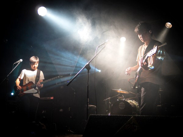 El grupo Carsick Cars, en el concierto presentación de su último disco en Pekín. [FOTO: Héctor Peinador]