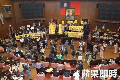 Los manifestantes no sólo protestan por el contenido del acuerdo con China, sino también por la falta de transparencia y debate con la que se ha gestionado.