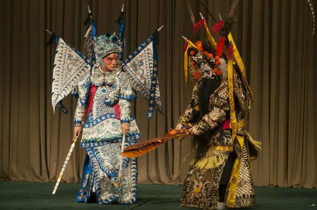 Las artes marciales y acrobacias también forman parte del espectáculo de ópera de Pekin. [FOTO: Daniel Méndez]