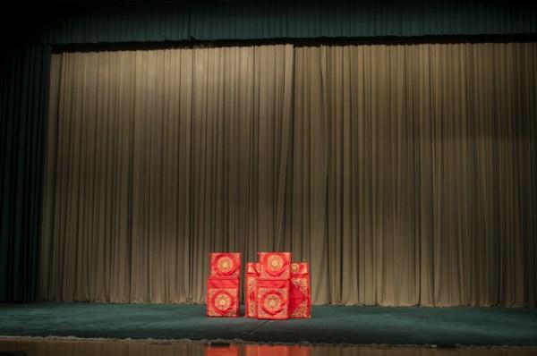 El escenario tradicional de ópera de Pekín es así de sencillo. FOTO: Daniel Méndez.
