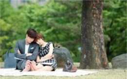 韓国MBC水木ドラマ『I DO I DO』(脚本チョ・ジョンファ、演出カン・デソン)のキム・ソナ&イ・ジャンウが午後の公園デートを披露する。写真=キム·ジョンハクプロダクション