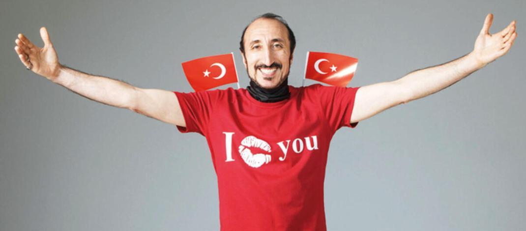 De eerste Turkse internetberoemdheid leidt een rustig leven in Izmir