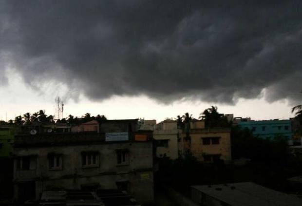 cyclon-phailin-cloud-630