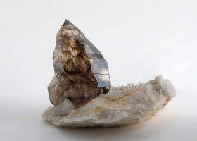 スモーキークォーツ(煙水晶/けむりすいしょう)Smoky quartzの特徴・意味と効果