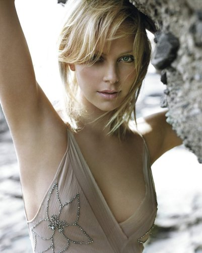 charlize_theron_beach