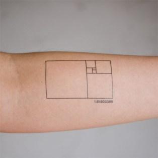 tatouage nombre or