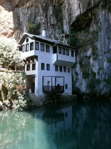 maison bord de l'eau