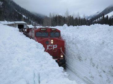 train mur neige