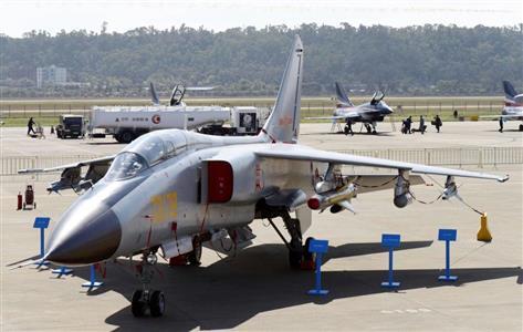 攻撃訓練を行った中国軍のJH7戦闘爆撃機(共同)