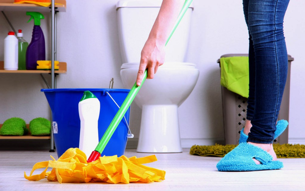 Declutter and Clean Your Bathroom