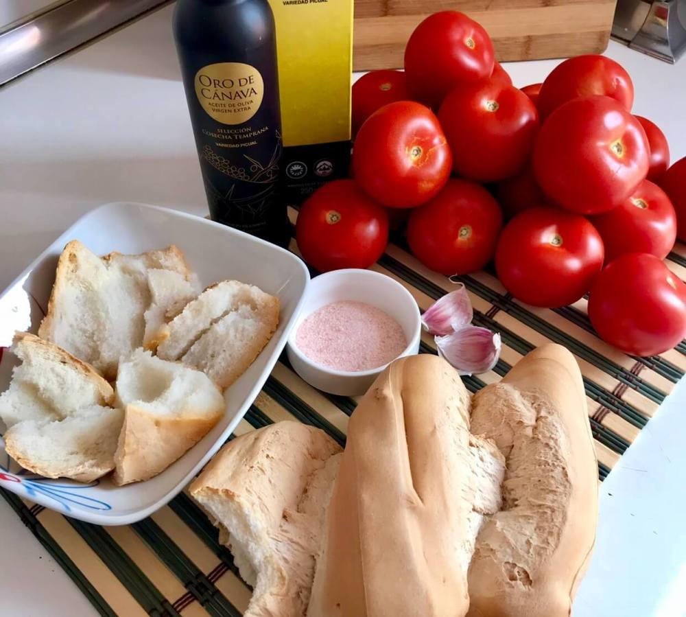 Ingredientes para preparar salmorejo