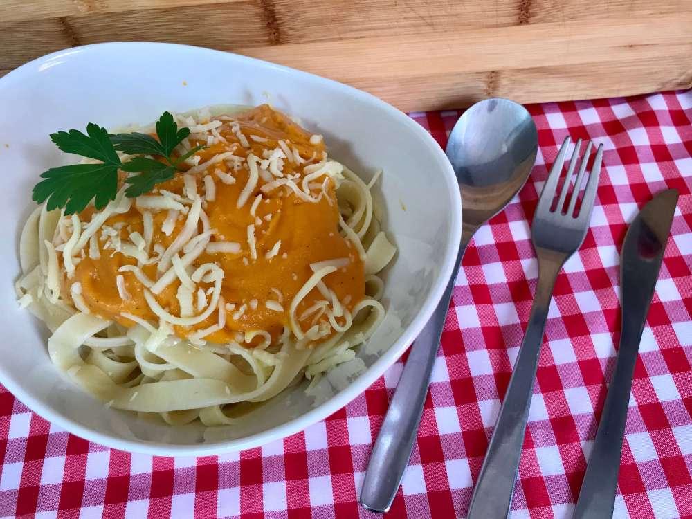 Receta de pasta con salsa de boniato y especias