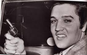 La pistola di Elvis Presley venduta all'asta