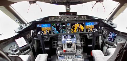 Cockpit B787 panorama