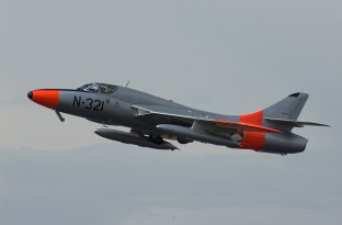 IMGP2869vlk07 Hawker Hunter T8C G-BWGL KLu Colors
