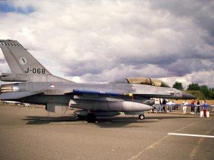 beau02_F-16BM_J-068_RNLAF