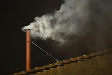 Habemus Papam: Há fumo branco no Vaticano e o novo Papa está eleito [com vídeo]