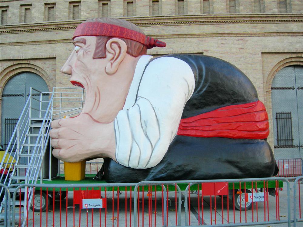 Tragachicos - Foto de silviagm13.blogspot.com - El Tragachicos preparado para que los más pequeños disfruten de él durante las Fiestas del Pilar de Zaragoza