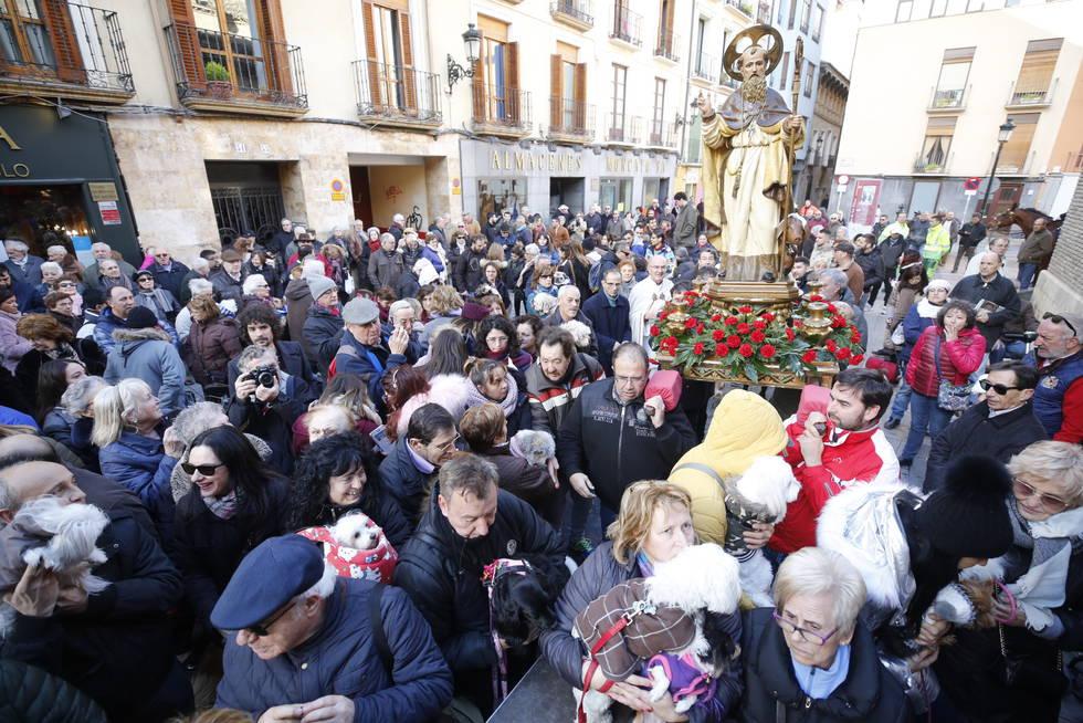 Hogueras de San Antón - Foto de rinconforero.mforos.com - Procesión por el barrio San Pablo después de la bendición a los animales