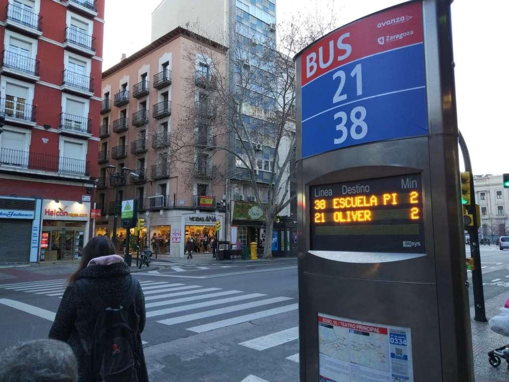 Moverte en autobús por Zaragoza - Foto de Grupo Avanza - Gracias a la app, las marquesinas e incluso el GPS puedes utilizar el bus en Zaragoza de una manera muy cómoda