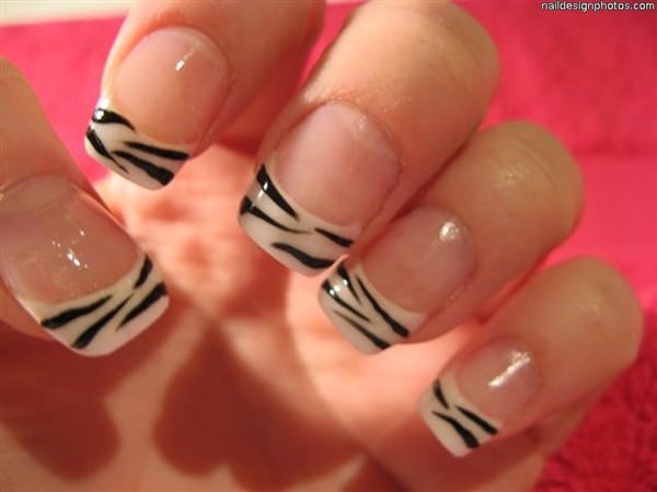 If You Re Looking For A Cly Manicure But Don T Want To Settle Plain French Tips This Is The Way Go