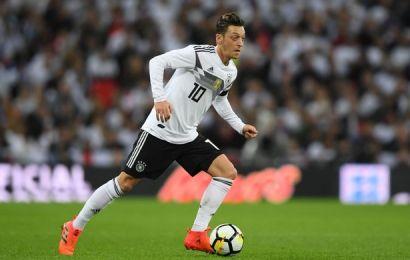 النجم الألماني مسعود أوزيل سيكون بديل برشلونة في حال فشل التعاقد مع لاعب ليفربول كوتينو في موسم الانتقالات الشتوية القادم